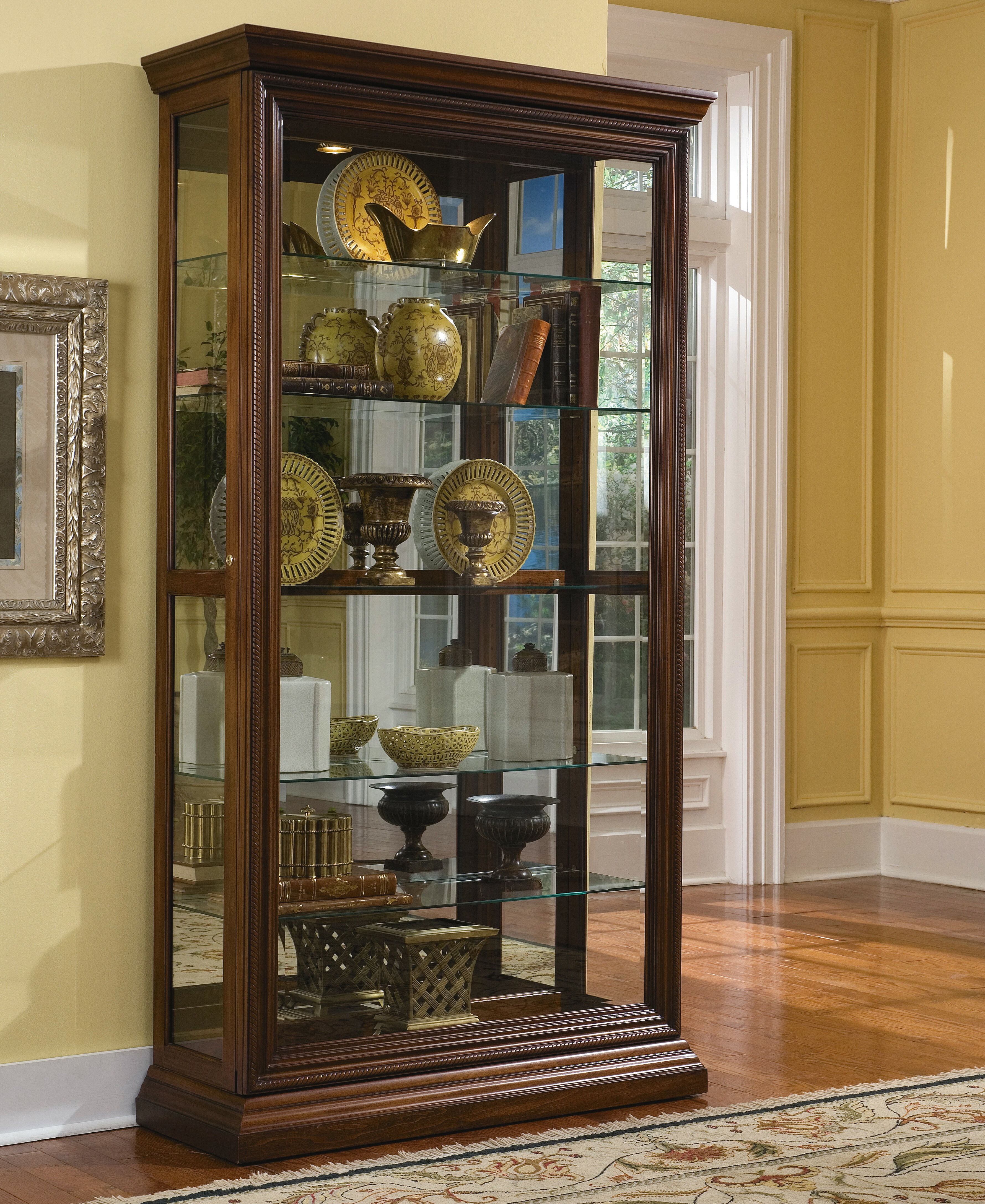 Solari Lighted Curio Cabinet Reviews