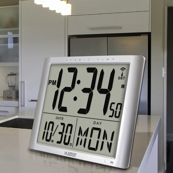 Atomic Desktop Clock by La Crosse Technology