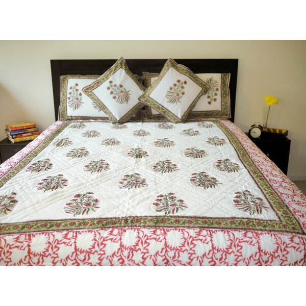 Cady Bouquets Quilt by Bungalow Rose