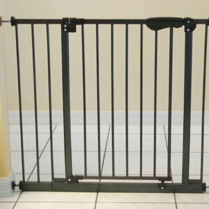Auto Close Pet Gate with 2 Extensions