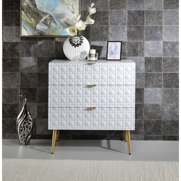 Zayd Wooden 3 Drawer Chest by Everly Quinn