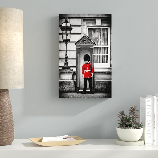 Queens Guard London Photographic Print on Wrapped Canvas by Latitude Run