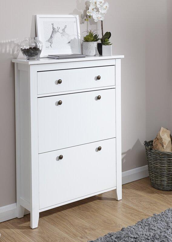 fr viele schuhe beautiful frau mit viele schuhe whlen von. Black Bedroom Furniture Sets. Home Design Ideas