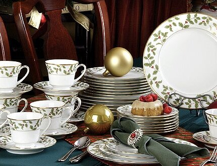 Holly and Berry Gold 40 Piece Dinnerware Set, Service for 8 by Noritake