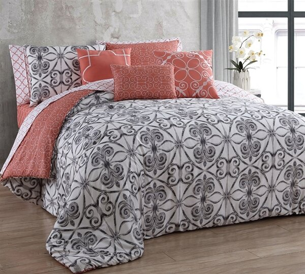 Port Morris Comforter by Latitude Run