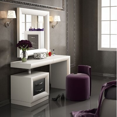 Everly Quinn Kirkwood Bedroom Makeup Vanity Set with Mirror | Wayfair