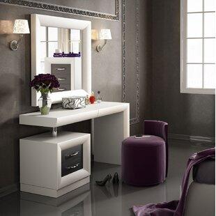 kirkwood bedroom makeup vanity set with mirror - Bedroom Makeup Vanity With Lights
