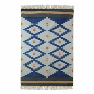 Moynihan Dhurrie Hand-Woven Wool Blue/White Area Rug By Loon Peak