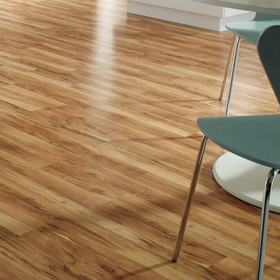 Classic 8 x 47 x 8mm Maple Laminate Flooring in Flaxen Spalted Maple by Quick-Step