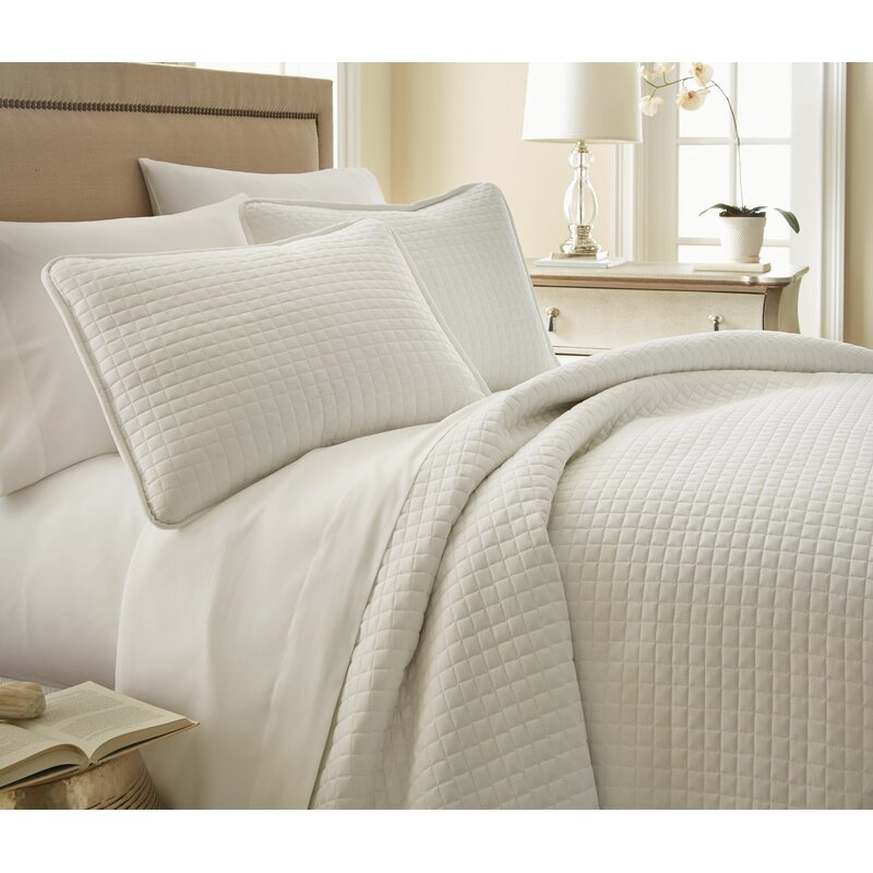 Acosta Reversible Quilt Set - Come discover 50 Photos of Inspiring White Rooms With Rustic Vintage Charm!
