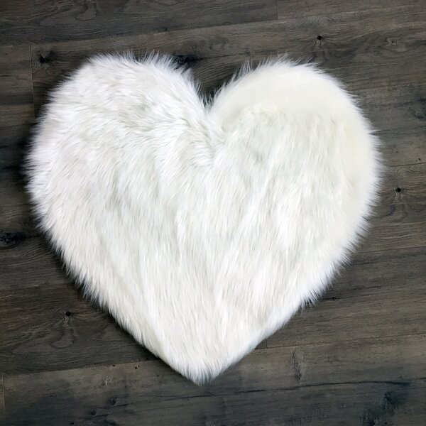 Heart Faux Fur White Area Rug by Kroma Carpets