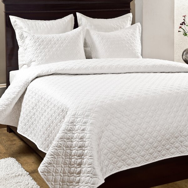 Crescent 3 Piece Quilt Set by Textrade