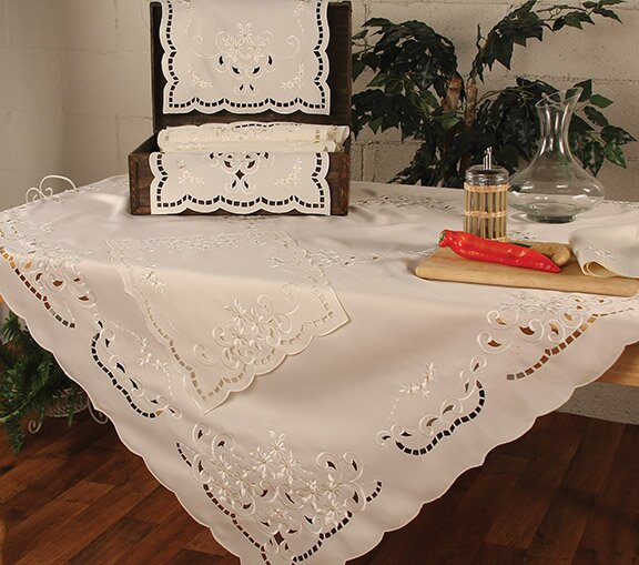 Daisy Placemat (Set of 4) by Xia Home Fashions