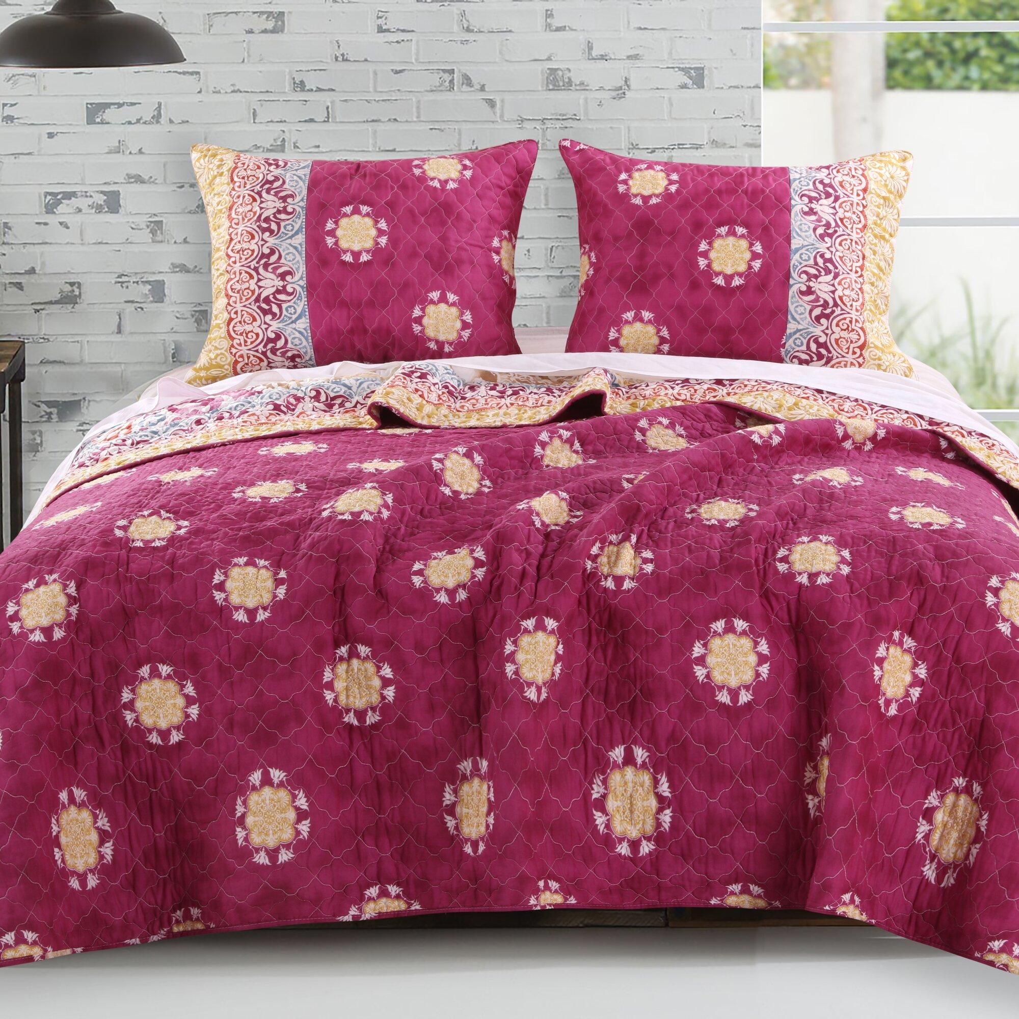 Bed sheet set with quilt - Delphi 3 Piece Reversible Quilt Set