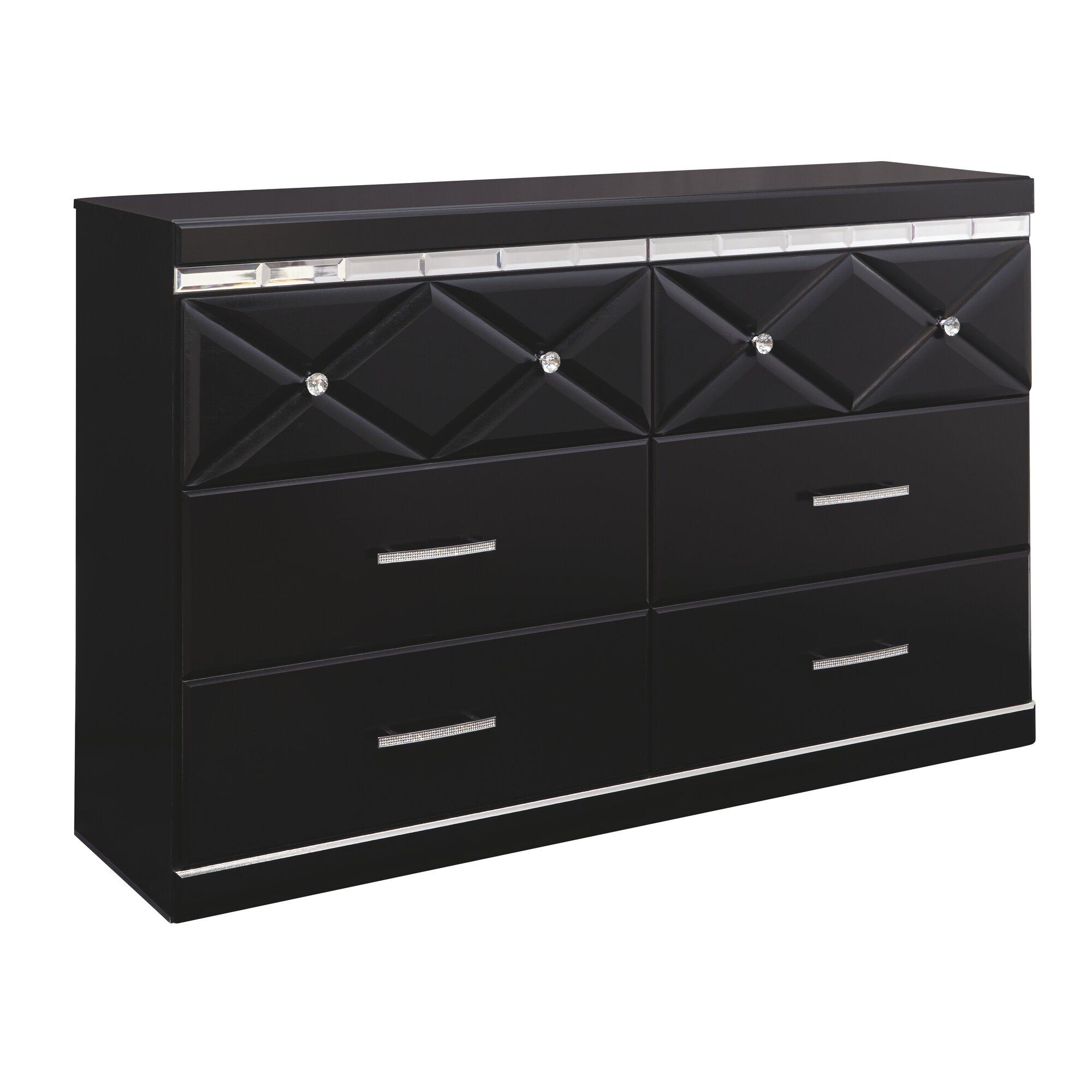 Melania Dresser