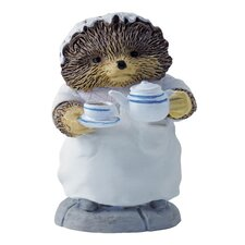 Mrs Tiggy Winkle Pouring Tes Figure