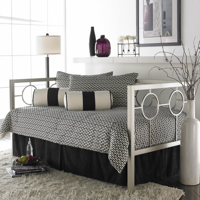 - Everly Quinn Lefferts Metal Daybed Frame Wayfair